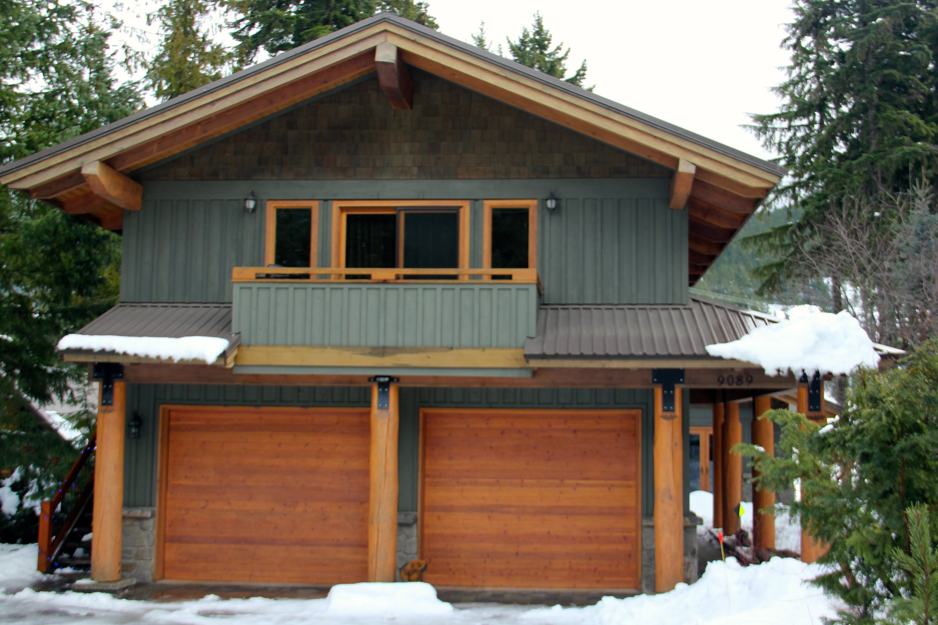 Haida lodge luxury villa chalet vacation rentals whistler for Whistler cabin rentals